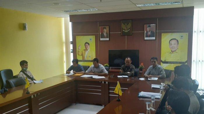 Lapaknya Akan Digusur untuk Jalur LRT Bogor, Pedagang Ikan Hias Ngadus ke DPRD