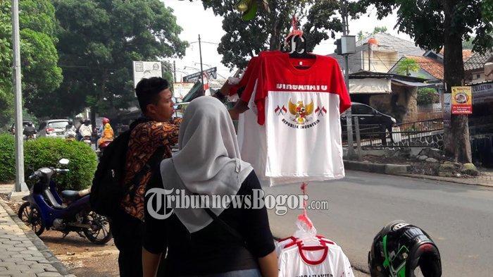 Kaos Merah Putih Diburu Warga Cibinong Jelang HUT Kemerdekaan RI Ke-74