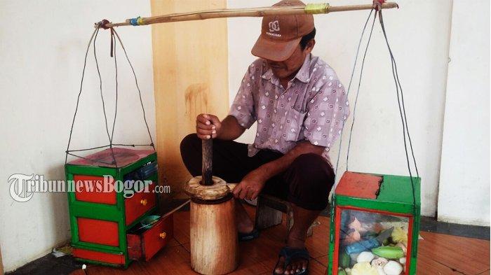 Harga Cabai Masih Tinggi, Pendapatan Pedagang Rujak Menurun Drastis