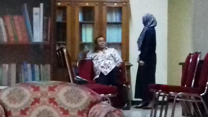 Pejabat Pemerintah Kota Bogor Asyik Merokok di Kawasan Tanpa Rokok