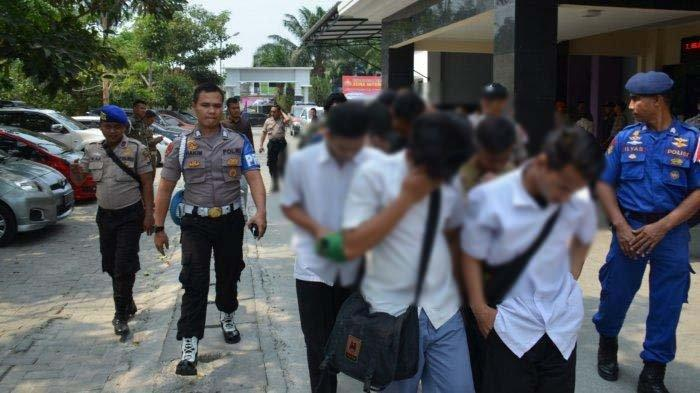 Puluhan Pelajar di Banten Diamankan Polisi Saat Hendak ke Jakarta untuk Demo