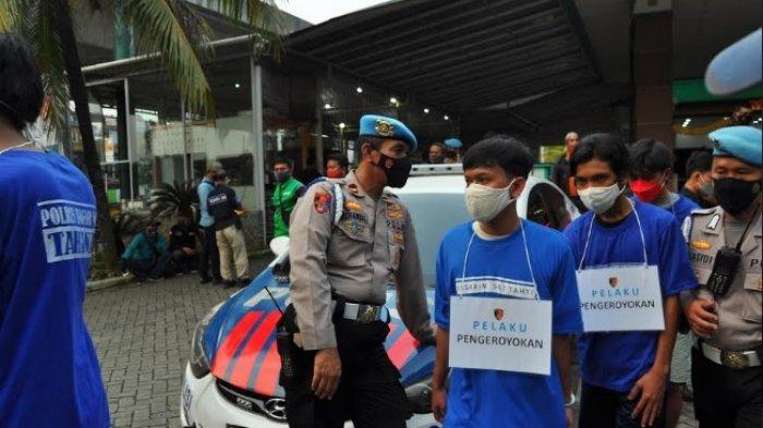 BREAKING NEWS - Remaja di Bogor Ditangkap Polisi Usai Perang Sarung, 3 Orang Terluka
