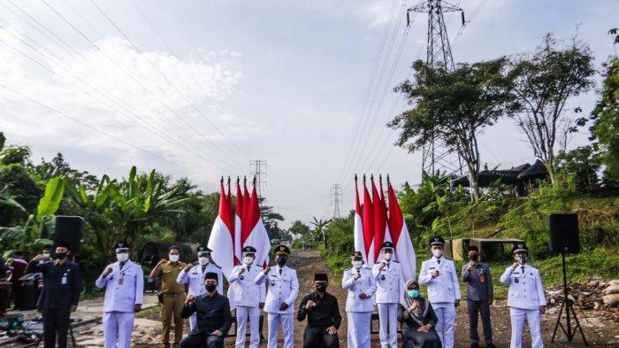 Sebanyak 311 Aparatur Sipil Negara (ASN) terdiri dari pejabat administrator dan pejabat pengawas di Lingkungan Pemerintah Kota (Pemkot) Bogor dilantik Wali Kota Bogor, Bima Arya di jalan Regional Ring Road (R3), Kelurahan Katulampa, Kecamatan Bogor Timur, Senin (28/6/2021).