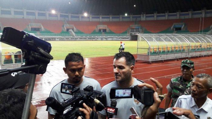 Timnas Indonesia Vs Malaysia - Simon McMenemy Akui SUGBK Menakutkan untuk Lawan