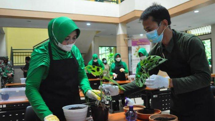 Berkunjung ke Kebun Raya Bogor, Persit Kartika Chandra Kirana Belajar Budidaya Tanaman Hias