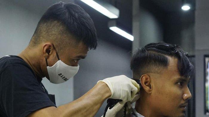 Biar PD Dilapangan, Aditya Putra Dewa Coba Model Gaya Rambut Baru