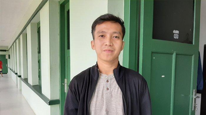 Pertandingan Liga 1 2020 Dihentikan, Rezky Ikhwan Bermalas-malasan Main Game PUBG di Rumah