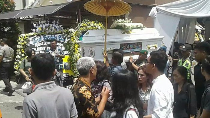 Wali Kota Surakarta Bawa Surat Besuk Kiamat Saat Melayat Besan Jokowi