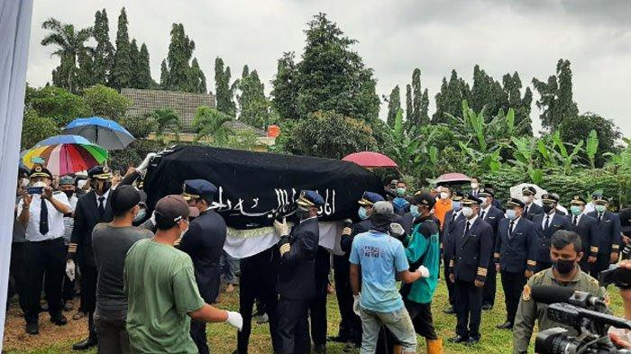 Pemakaman Captain Afwan di Gaman Makam Bahagia (TMB) Pondok Rajeg, Cibinong, Kabupaten Bogor.