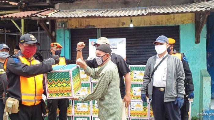 Bantu Masyarakat Terdampak Covid-19, PT KAI Daop 1 Bagikan Paket Sembako di Bogor