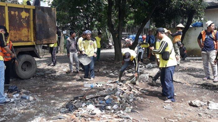 Tak Hanya Bengkel, Petugas Juga Bongkar Lapak PKL di Bogor Utara