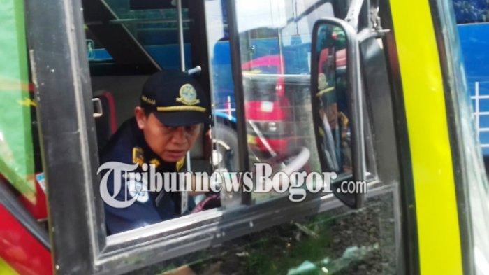 Periksa Kelayakan Bus di Terminal Baranangsiang, Petugas Temukan Benda Keras Ini Di Bagasi