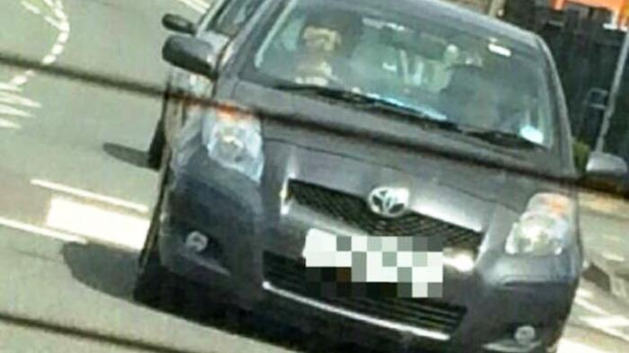 Pemilik Mobil Ini Sedang Dicari Polisi, Lihat Siapa yang Mengendarainya