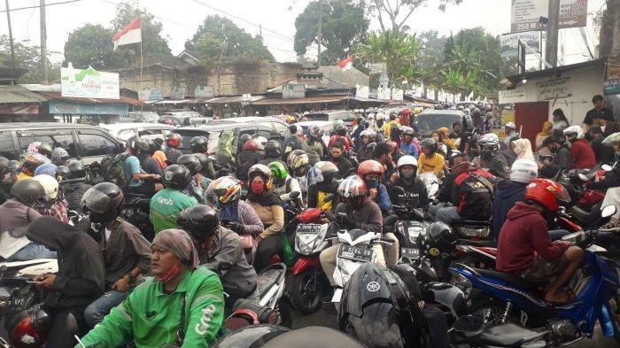 Kronologi Anggota Polisi Dibacok Geng Motor saat Jalur Puncak Macet Total, Korban Lagi Atur Lalin