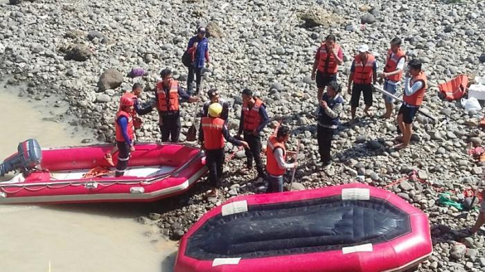 Korban Tenggelam Sungai Cigede Belum Ditemukan, Tim Evakuasi Sisir Hingga ke Perbatasan Bekasi