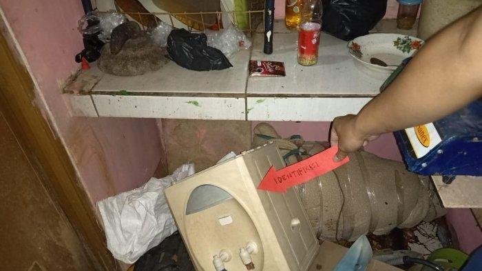 Wanita Tanpa Busana dan Terbungkus Selimut Diduga Dibunuh, Tetangga Lihat Pria Keluar Kontrakan