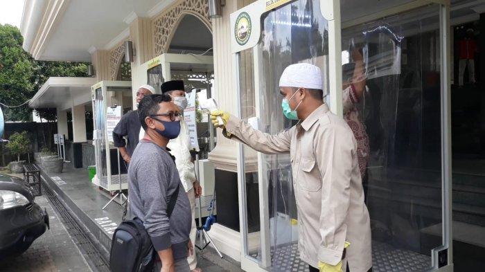 Masjid Baitur Ridwan Bogor Tetap Lakukan Cek Suhu sebelum Jamaah Masuk Tempat Ibadah