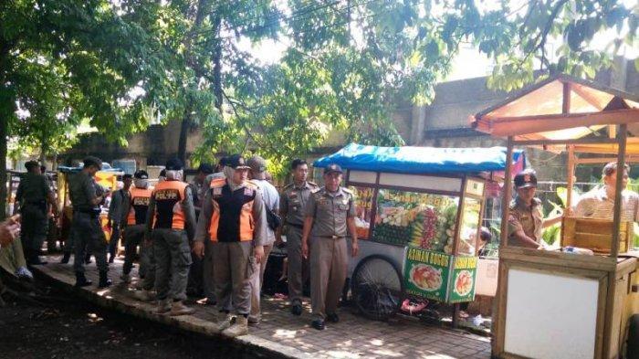 Pedagang di Sepanjang Yasmin Bogor Ditertibkan Satpol PP, Pedagang Dorong Gerobaknya