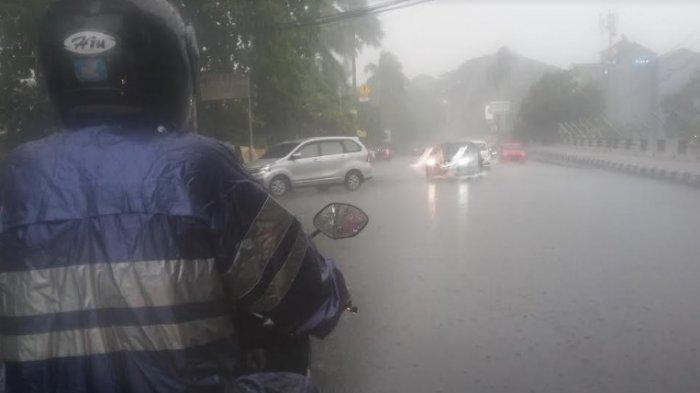 Waspada ! Wilayah Bogor Sore Ini Diguyur Hujan Deras Disertai Angin
