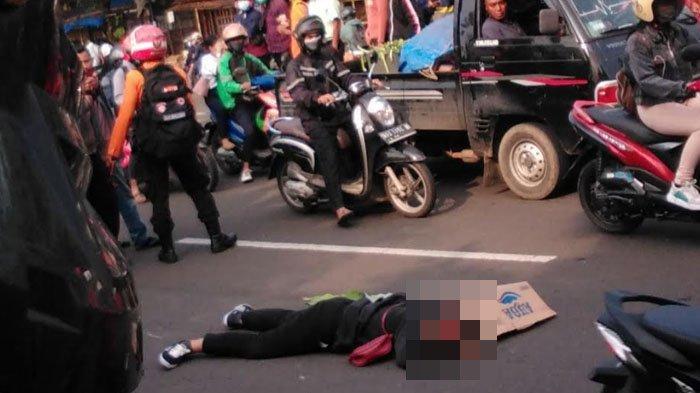 Terlibat Kecelakaan di Cibinong, Seorang Karyawati Terkapar di Tengah Jalan Raya Jakarta-Bogor