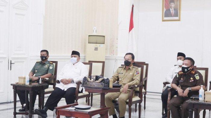 Pemerintah pusat mengingatkan kepala daerah untuk melakukan pengetatan mobilitas warga termasuk protokol kesehatan (prokes) di daerahnya masing-masing pra dan pasca Idul Fitri, termasuk di Kota Bogor.