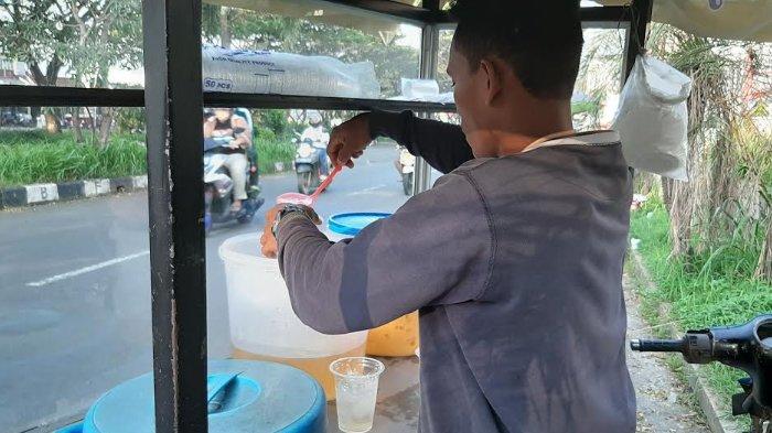 Curhat Penjual Es Jagung Rela Tak Pulang Kampung Demi Cegah Penyebaran Covid-19: Harus Mengalah