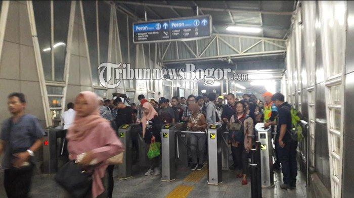 Commuter Line dari Jakarta Menuju Bogor Malam Ini Normal