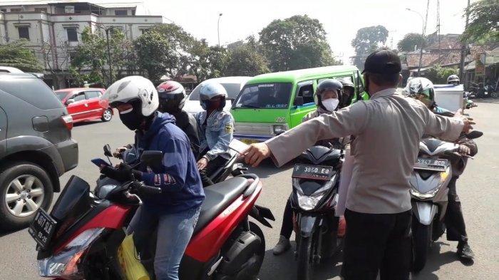 Penyekatan di Kota Bogor, Banyak Pengendara Berupaya Lolos Ujungnya Diminta Putar Balik