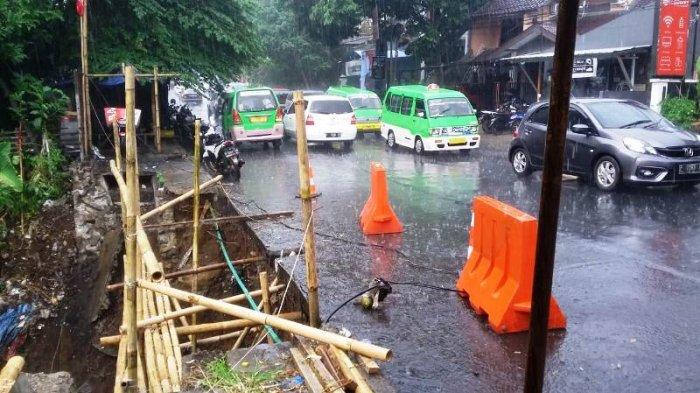Sudah Sebulan, Longsor di Jalan Padi Bogor Baru Diperbaiki