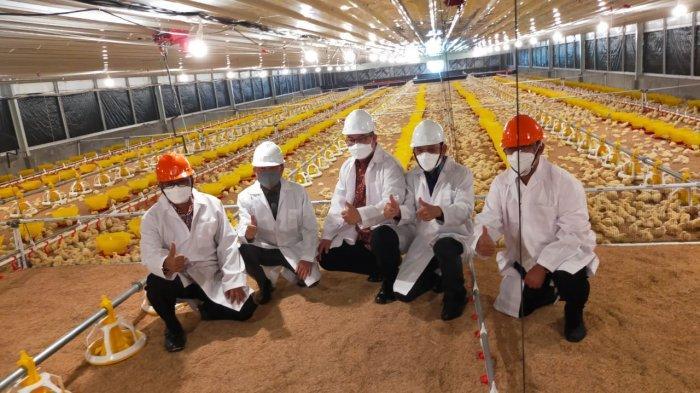 Dukung Kegiatan Mahasiswa Peternakan IPB, PT Charoen Pokphand Hibahkan Kandang Ayam Broiler