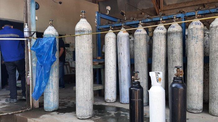 Tingginya permintaan tabung oksigen dari rumah sakit membuat hampir seluruh stasiun pengisian oksigen terpaksa menyortir pendistribusian.