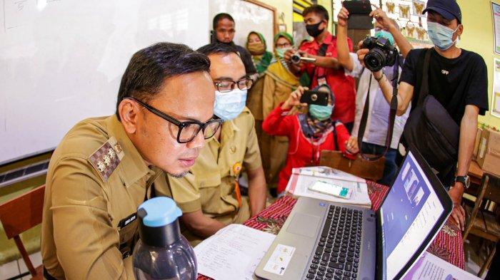 Pemerintah Kota (Pemkot) Bogor melalui Dinas Pendidikan (Disdik) tengah mempersiapkan pembelajaran tatap muka (PTM) untuk SD, SMP dan SMA atau sederajat.