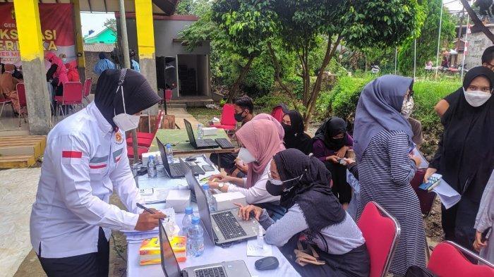 Jemput Bola, 500 Warga Perumahan di Kelurahan Pabuaran Bogor Disuntik Vaksin