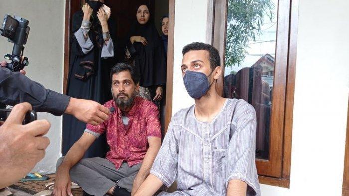 Alhasan Ali Jaber, anak pertama Syekh Ali Jaber saat ditemui di rumah duka di Mataram, NTB, Kamis (14/1/2021).(KOMPAS.COM/KARNIA SEPTIA KUSUMANINGRUM)