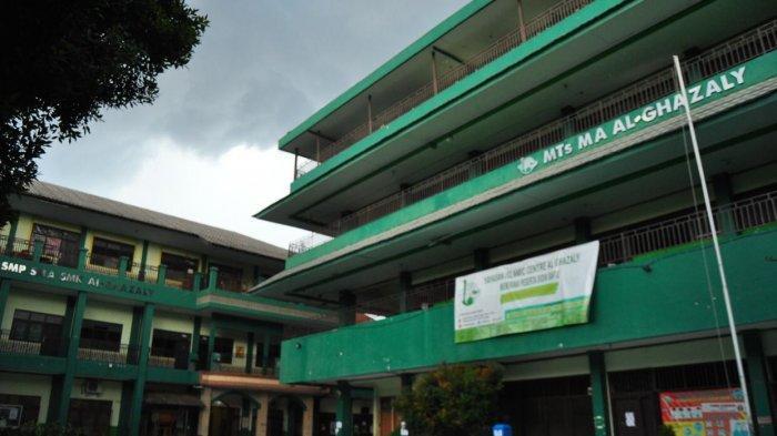 Pesantren tersebut adalah Pesantren Al-Ghazaly yang berada di Kampung Kota Paris, Jalan Merdeka, Kecamatan Bogor Tengah, Kota Bogor.