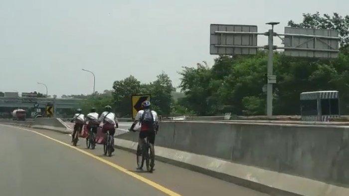 BREAKING NEWS - Viral Rombongan Pesepeda Masuk Tol Jagorawi, Santai Melaju Lawan Arah