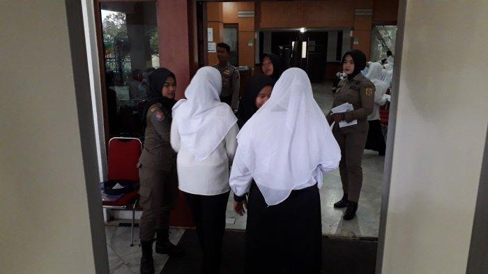 Peserta Tes CPNS di Bogor Digeledah Petugas untuk Cegah Bawa Jimat
