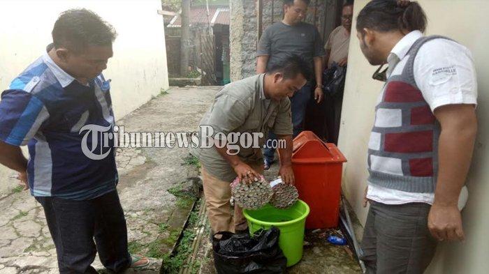 Jelang Bulan Puasa, Ratusan Butir Petasan Di Bogor Direndam ke Air