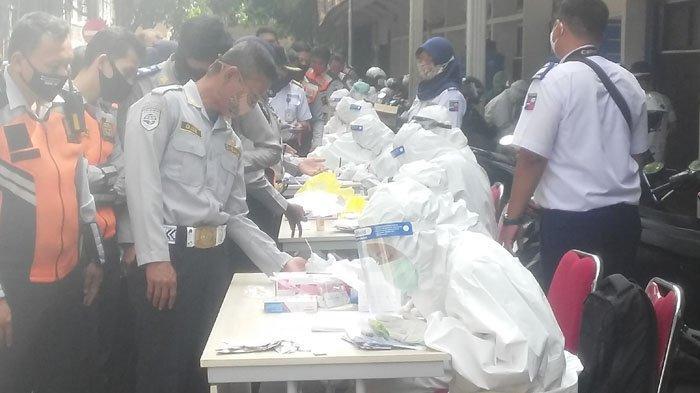 BREAKING NEWS - Petugas Dishub Kota Bogor Tes Covid-19, Berjubel Saat Antre