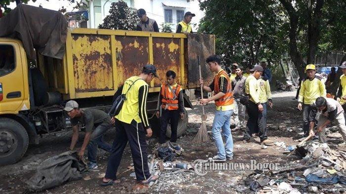 Pembongkaran Lapak PKL di Bogor Utara Sisakan Sampah 5 Dump Truk