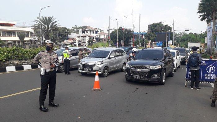 Ada Penyekatan, Lalu Lintas Kendaraan Arah Puncak Jelang Simpang Gadog Padat Merayap