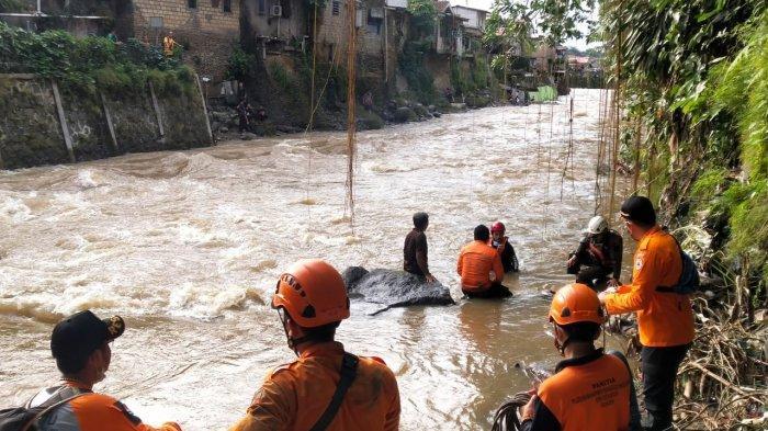 Bocah 9 Tahun Yang Hanyut di Kali Ciliwung Dikabarkan Sedang Mandi di Sungai