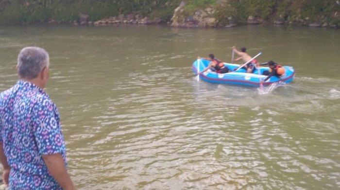 BREAKING NEWS - Seorang Pemuda Tenggelam di Sungai Cianteun, Petugas Masih Melakukan Pencarian