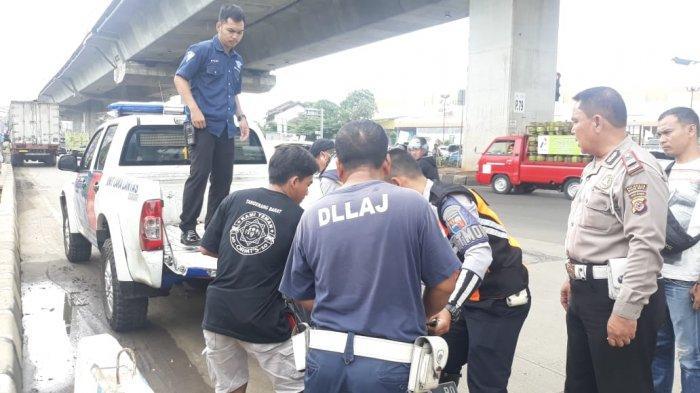 BREAKING NEWS - Truk dan Motor Terlibat Kecelakaan di Jalan Sholeh Iskandar Bogor