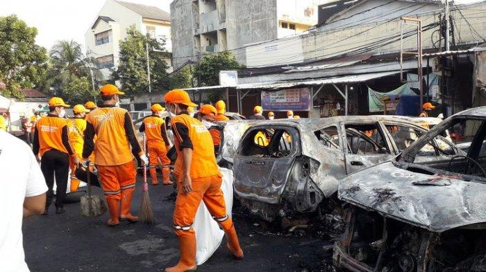 Pasukan Oranye Angkut Sampah 72 Karung Seberat 3,6 Ton di KS Tubun Pasca Kerusuhan 22 Mei