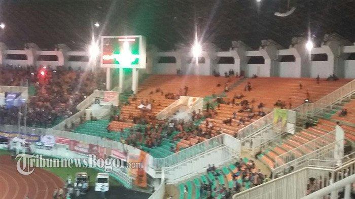Skor Tertinggal Jauh, Suporter Pusamania Borneo FC Tinggalkan Stadion Sebelum Pertandingan Berakhir