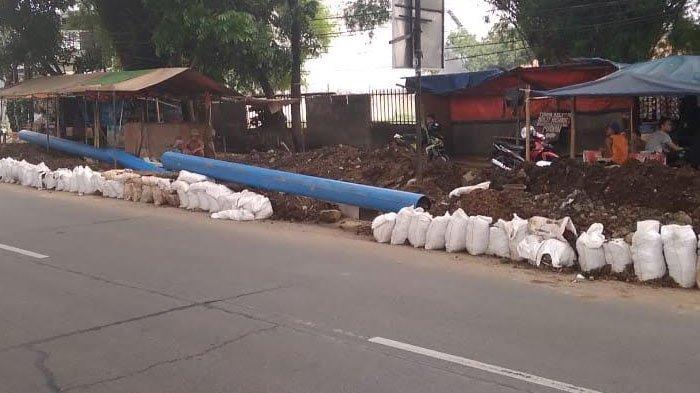 Tak Ada Papan Imbauan, Proyek PDAM di Jalan Sholeh Iskandar Bogor Dianggap Membahayakan