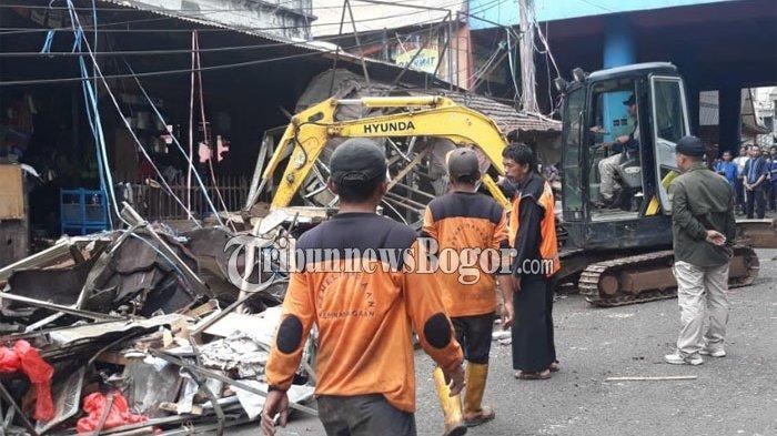 Ratusan Sisa Lapak PKL di Jalan Roda Menumpuk, Petugas Siapkan 5 Truk