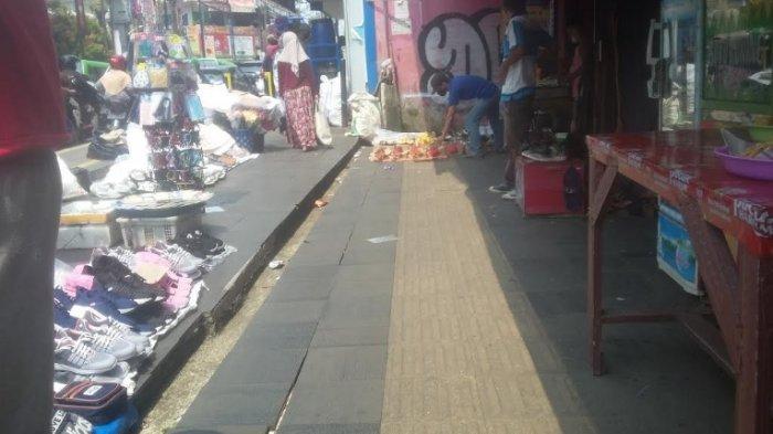 Jelang Malam Takbiran Pedestrian Sekitar Suryakancana Bogor Mulai Dipadati PKL
