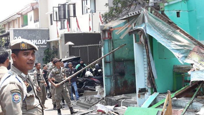 Dibangun di Atas Trotoar, 12 Lapak Pedagang Kaki Lima di Robohkan Satpol PP Kota Bogor